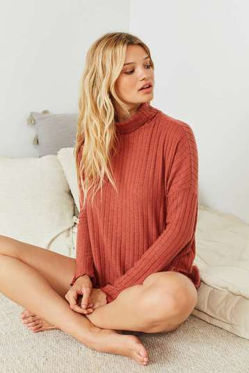 https://www.urbanoutfitters.com/shop/out-from-under-iona-ribbed-turtleneck-top?category=SEARCHRESULTS&color=086